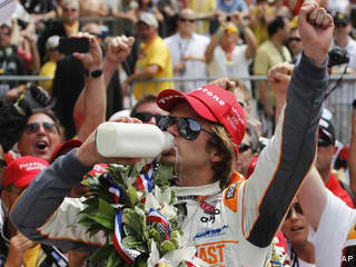 Photo of Indy 500;Dan Weldon wins with front stretch pass