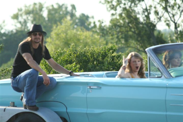 Photo of Shania Twain and Taylor Swift do Thelma and Louise in our Bird!