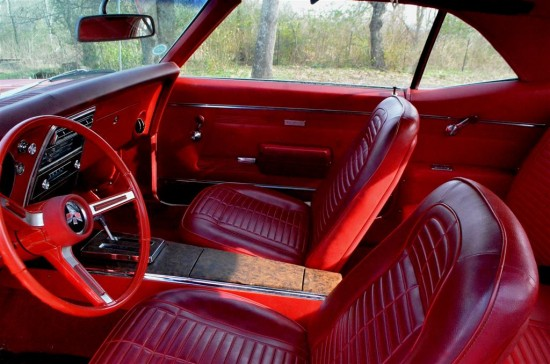 Bucket seats with console are beautiful and so correct.
