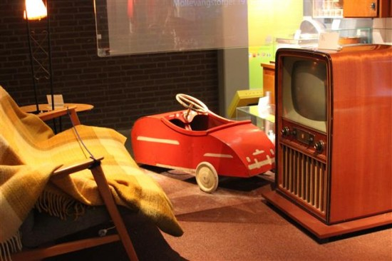 This diorama featured a 1950s setting that could have been in the US.